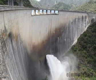 Las presas retienen el caudal del agua
