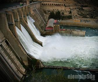 Energía hidráulica en una central hidroeléctrica