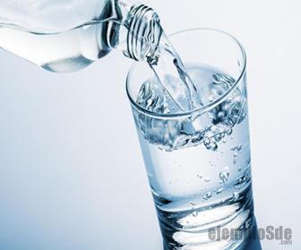 El agua es muestra de la materia liquida más densa