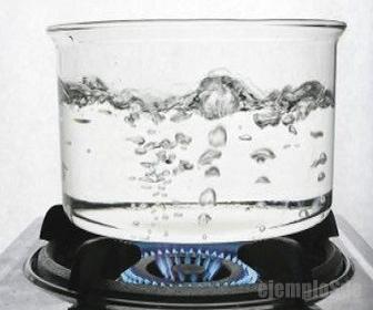 Punto de ebullición del agua a 100°C