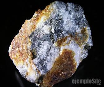 Mineral con el elemento antimonio